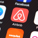 """Comisia Europeană aduce Airbnb """"cu picioarele pe pământ"""""""